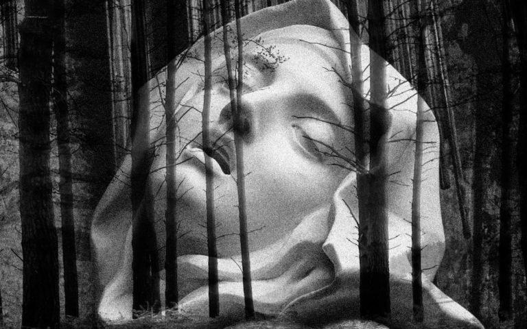Fotografía en blanco y negro de la escultura de Santa Teresa - Bernini.