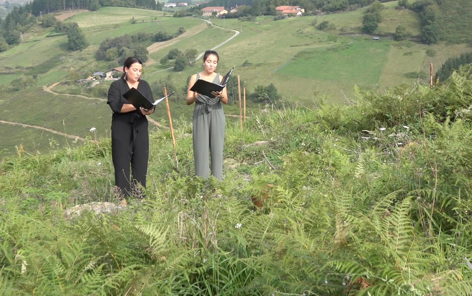 Inaugurado en Muxika 'Impredecible basoa', una iniciativa para compensar el impacto de la huella de carbono estimulado por la acción humana